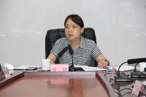 梅州市副市长、市妇儿工委主任张晨出席会议并讲话.jpg